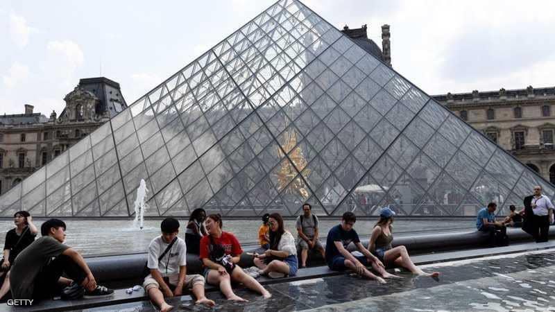 متحف اللوفر في باريس.
