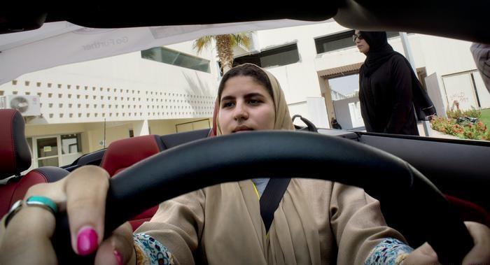 السماح للنساء بقيادة السيارة