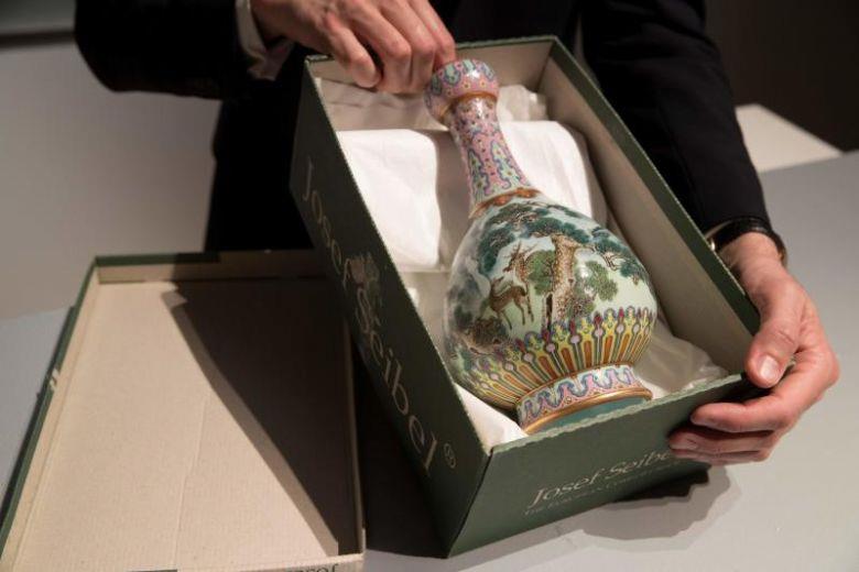 بيع مزهرية صينية بـ 19 مليون دولار