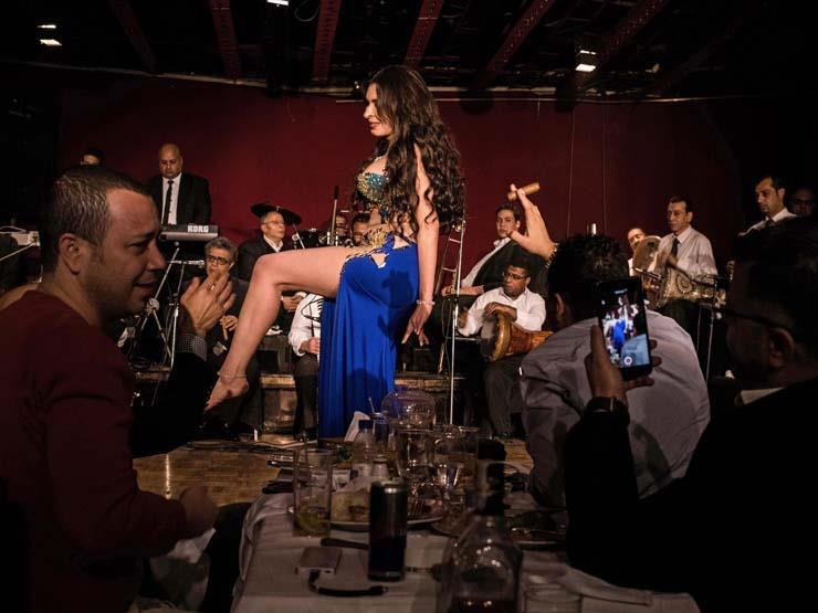 الراقصة المصرية دينا