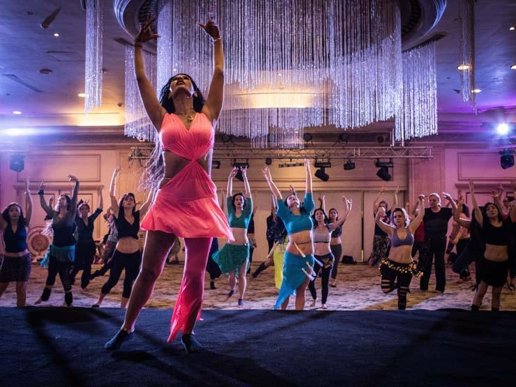 الراقصة المصرية راندا كامل في ورشة رقص