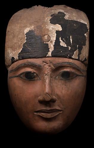طرح قناع مصري عمره 3 آلاف عام للبيع بمزاد في نيويورك