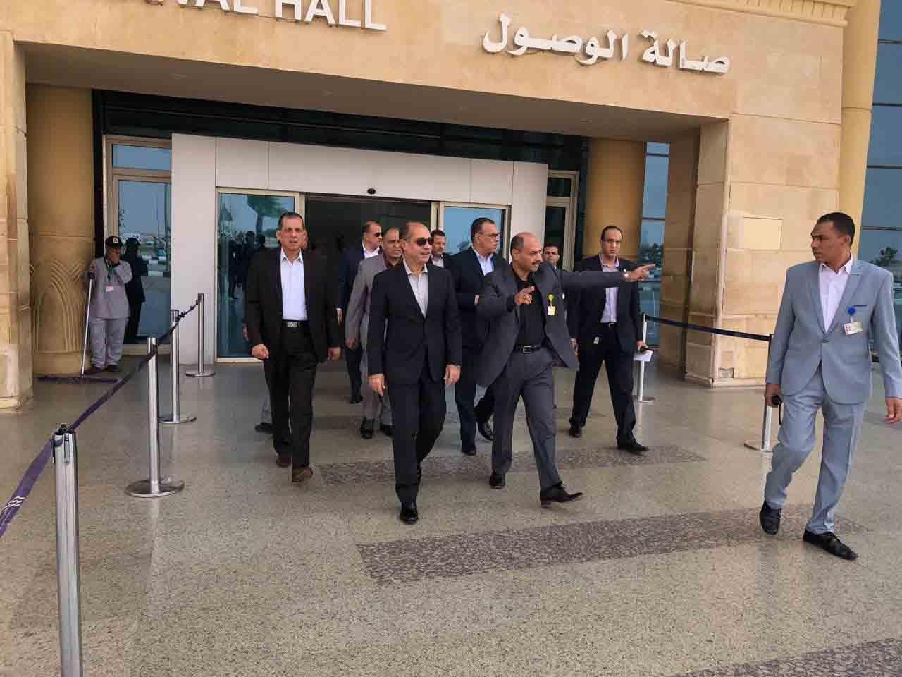 الفريق يونس المصري وزير الطيران المدني يتفقد  مطار سوهاج الدولي