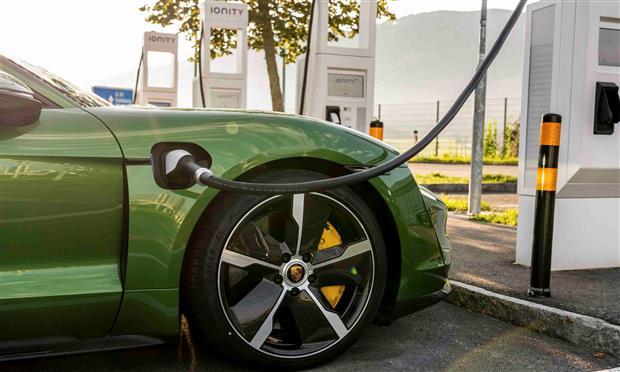 2138704-taycan-turbo-s-mamba-green-metallic-taycan-media-drive-europe-2019-porsche-ag_1_1