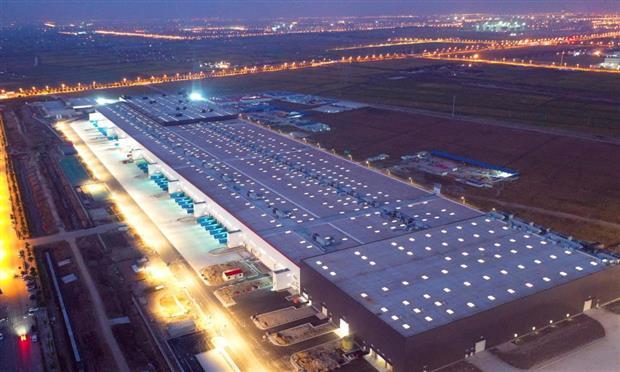 مصنع تسلا في الصين