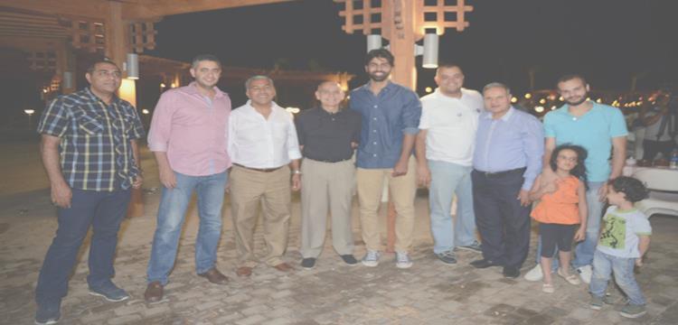 مهند مجدي وجمال هليل مع اعضاء الأهلي فى الشيخ زايد