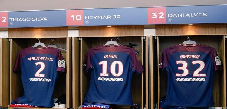 أسماء لاعبي باريس سان جيرمان بالصينية على قمصانهم