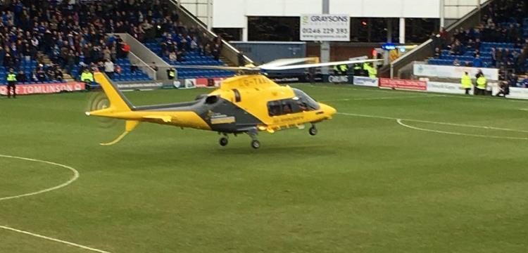 طائرة إسعاف لإنقاذ مشجع في دوري الدرجة الرابعة الإنجليزي