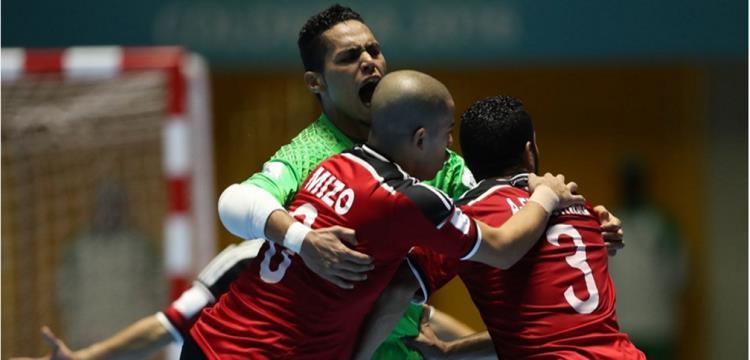 فرحة لاعبي مصر بالهدف الأول أمام إيطاليا