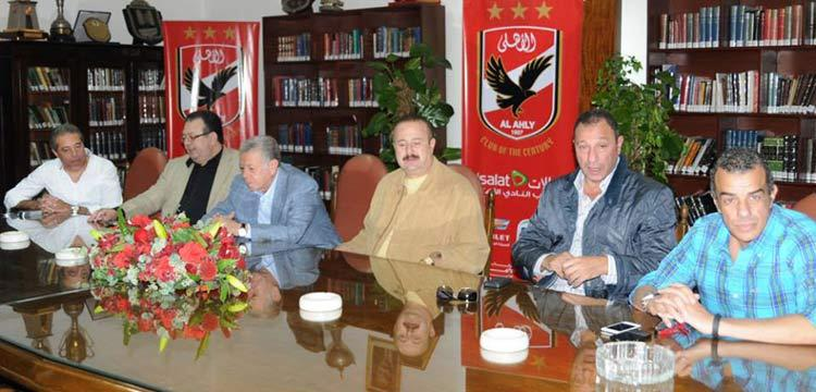 خالد زين مع مجلس إدارة الأهلي