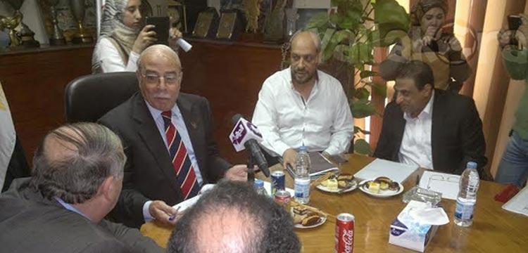 صورة لاجتماع اللجنة