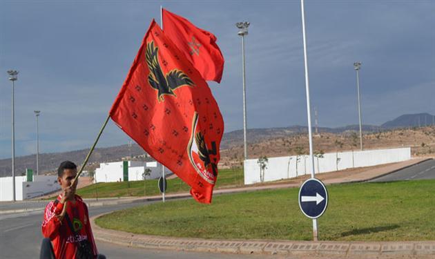 محمد مغاوري يحمل علم الاهلي في المغرب