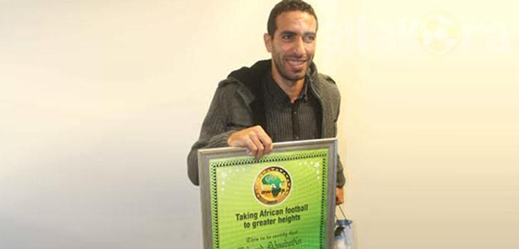 محمد أبو تريكة بعد عودته لمطار القاهرة