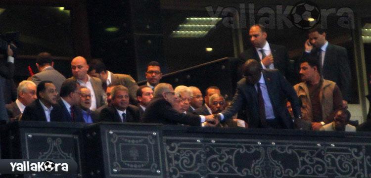 مرتضى منصور فى مقصورة كبار الزوار بإستاد القاهرة