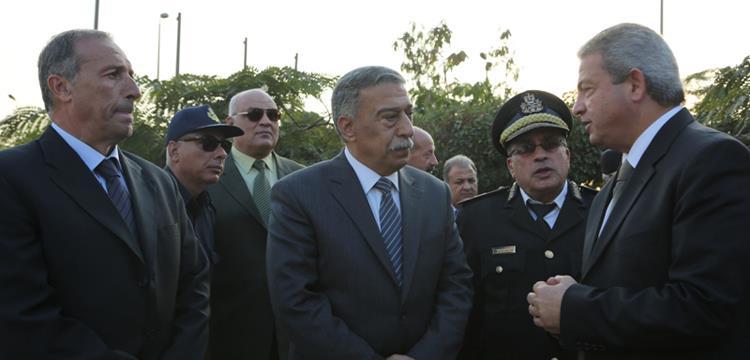 وزير الرياضة اثناء تفقده ستاد القاهرة