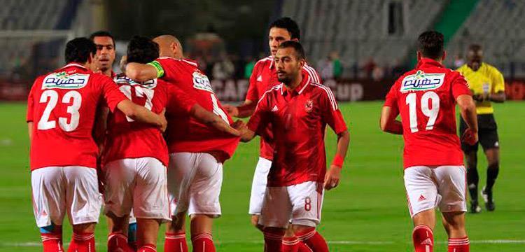 وائل جمعة يحتفل مع عمرو جمال بأحد أهدافه في السوبر