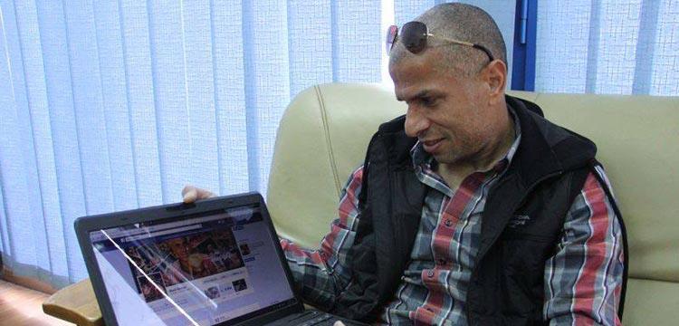 وائل جمعة يتابع صحفته الرسمية عبر فيس بوك