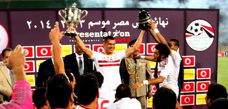 عبد الواحد السيد يحمل أخر كأس أخر بطولاته مع الزمالك