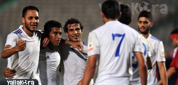 صورة أرشيفية - طارق حامد يحتفل مع لاعبي سموحة