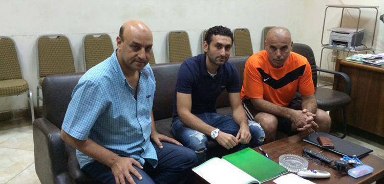أحمد سمير أثناء توقيعه لنادي الشرطة