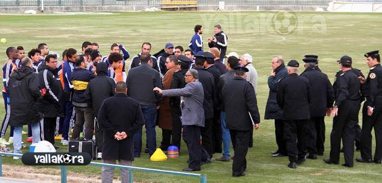 مدير امن البحر الاحمر يجتمع مع اللاعبين