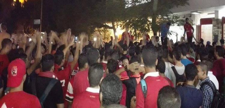 جمهور الأهلي امام النادي