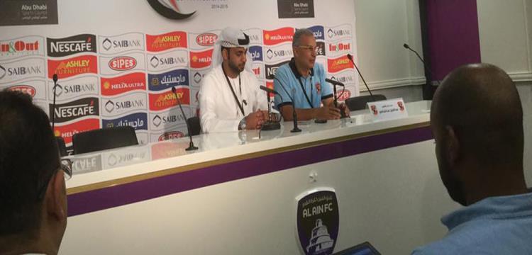 عبد العزيز عبد الشافي خلال المؤتمر الصحفي بعد السوبر