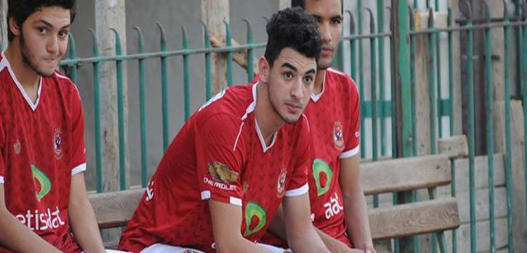 محمد حمدي زكي وبجانبه كريم نيدفيد