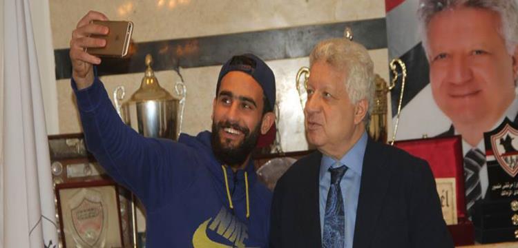 مرتضى منصور رئيس الزمالك مع باسم مرسي مهاجم الفريق