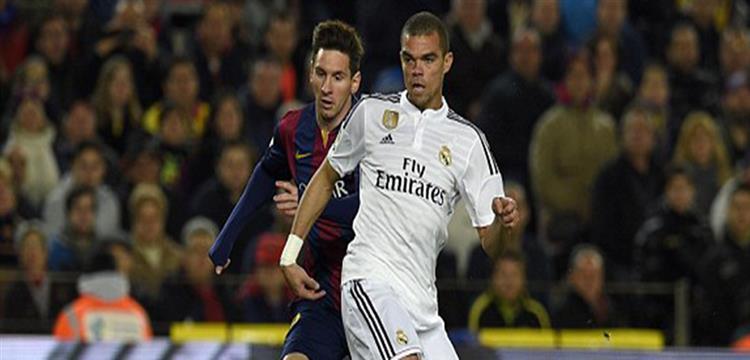 بيبي مدافع ريال مدريد مع ميسي في لقطة أرشيفية