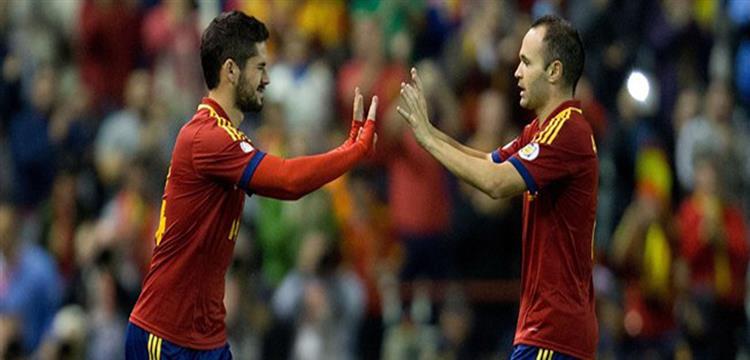 إنييستا وإيسكو بقميص المنتخب الأسباني