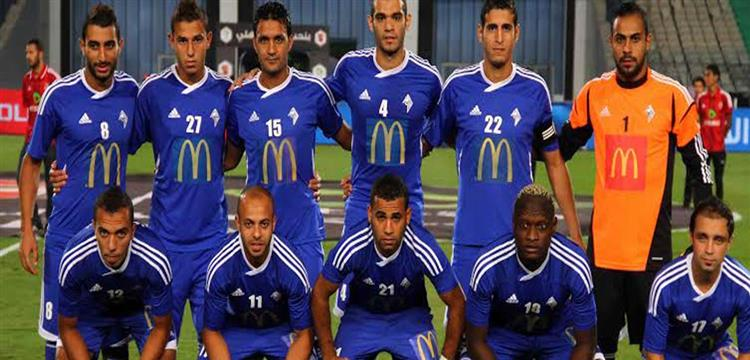 مصطفي عفروتو مع لاعبي دمنهور