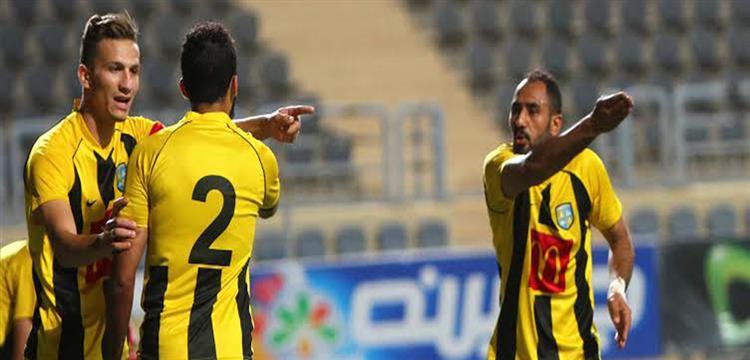 محمد شوقي مع لاعبي المقاولون