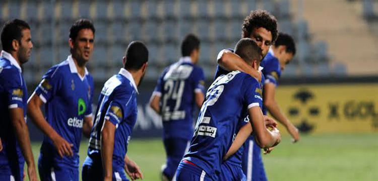 حسام غالي مع لاعبي الأهلي في صورة أرشيفية