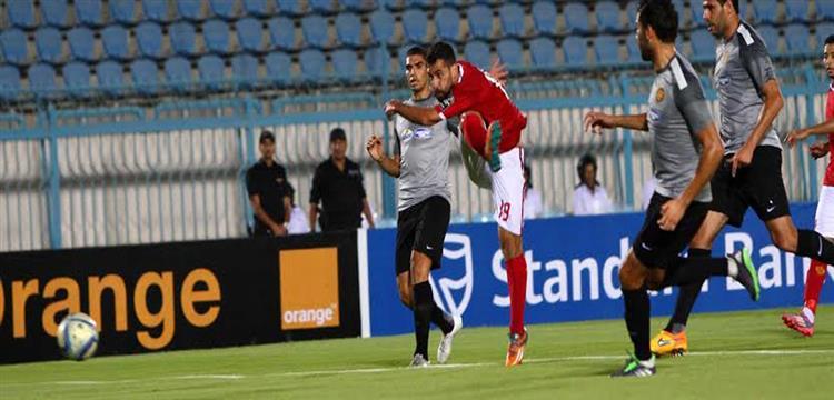 عبدالله السعيد يسدد كرة الهدف الاول