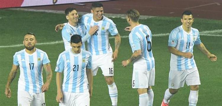 ميسي مع لاعبي الأرجنتين