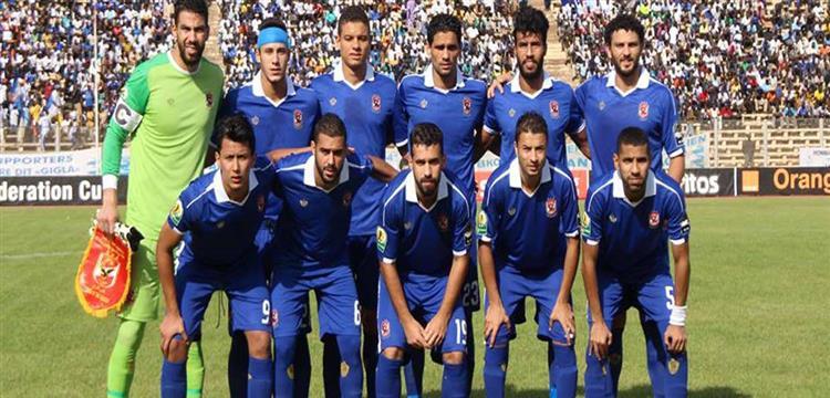 لاعبو النادي الأهلي قبل بداية اللقاء