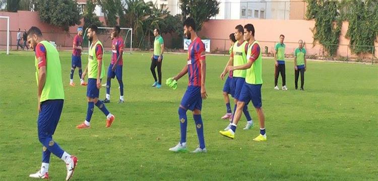 لاعبو الأهلي يواصلون استعدادهم لفريق الملعب