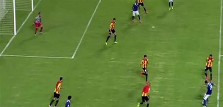 لحظة لعب كرة الهدف الملغي