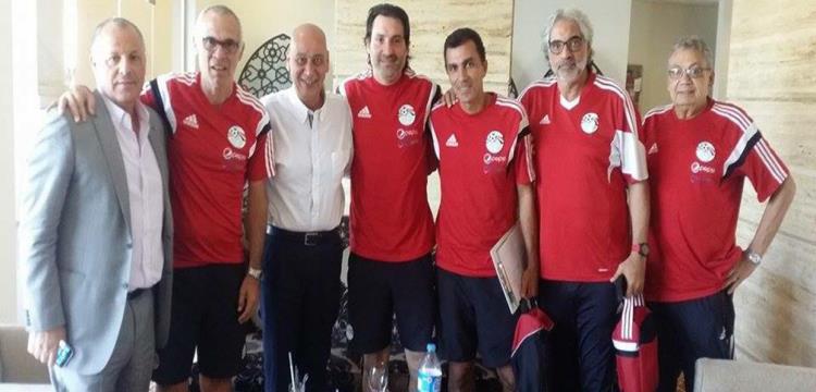 هاني أبو ريدة مع الجهاز الفني للمنتخب