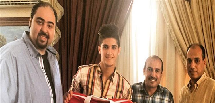 أحمد الشيخ مع مسئولي الأهلي