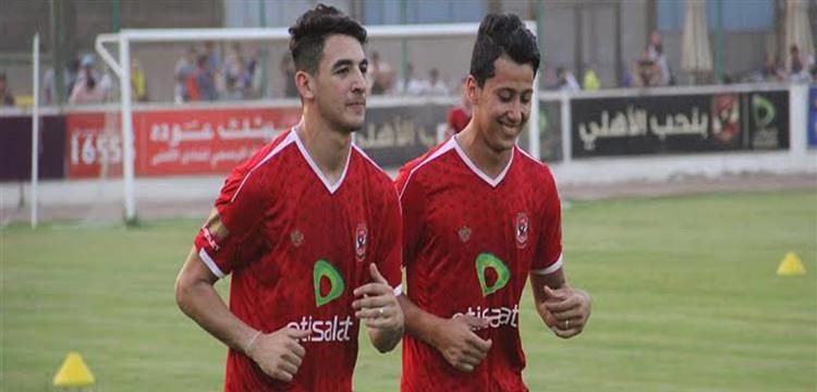 محمد حمدي زكي وبجانبه عمرو جمال