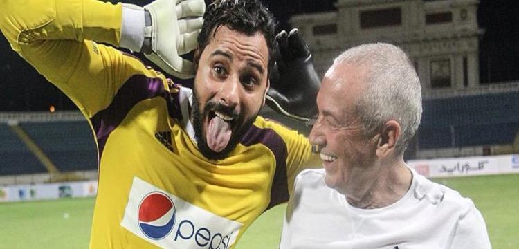 جنش حارس الزمالك مع مدربه السابق فيريرا