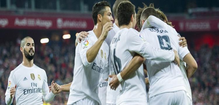 فرحة لاعبو ريال مدريد ببنزيمة