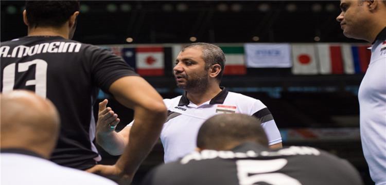 نهاد شحاتة المدير الفني لمصر في لقطة من المباراة