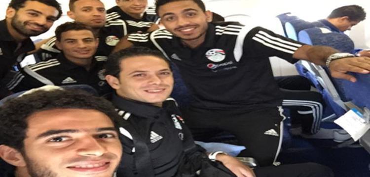 لاعبو مصر لحظة توجههم إلى تشاد