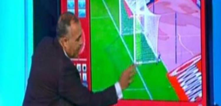 أحمد الشناوي أثناء القيامه بعمله في تحليل أداء الحكام