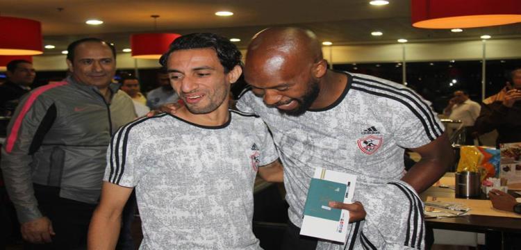 ايمن حفني مع شيكابالا في مطار القاهرة