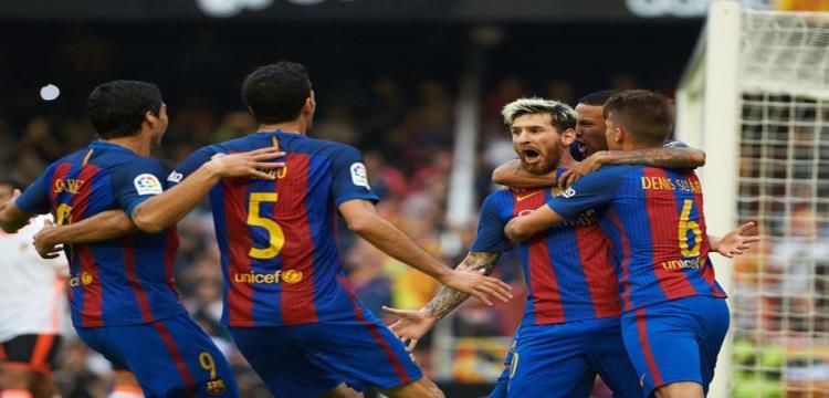 ميسي مع زملائه في برشلونة