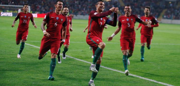 رونالدو يحتفل بأهدافه